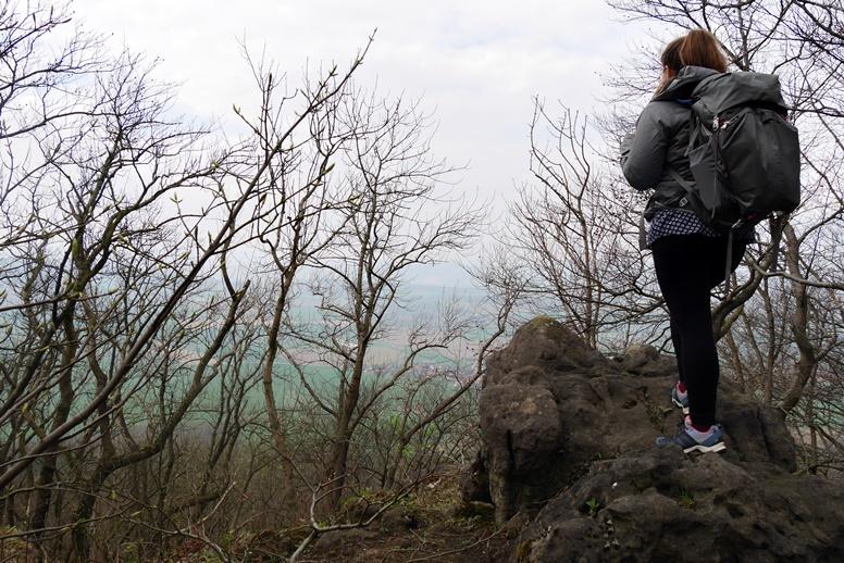 Lynn auf einer der Klippen im Ith