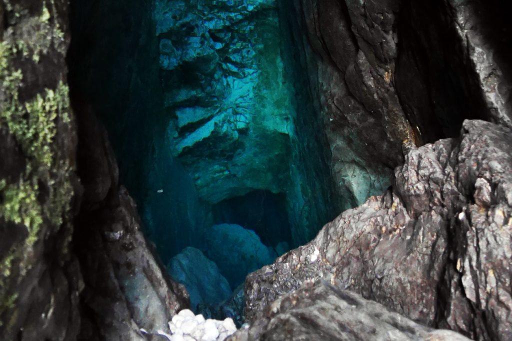 Die unglaublich und tief blaue Soca Quelle