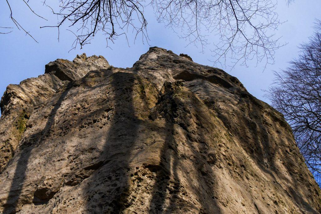 Eine der vielen Klippen im Mittelgebirgszug Ith.